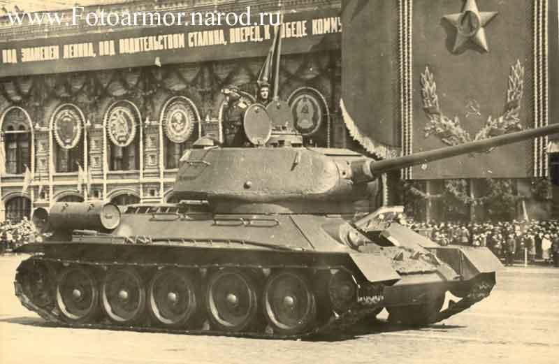 При использовании фотографий ссылка на сайт обязательна.  На этой странице представлена фотография танк Т-34-85 на...